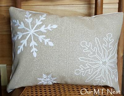 snowflake pillow 22ew